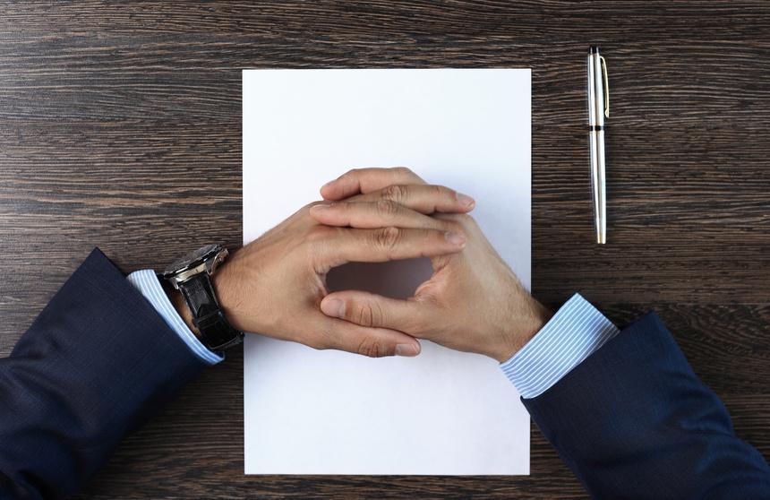 Fotolia_97994692_S.jpg - Überzeugnen durch Körpersprache im Vorstellungsgespräch - Die Hände - Positiv abheben Blog